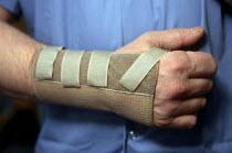 Wrist support for RSI sufferer. - John Harris - 23-03-2000