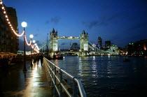 Tower Bridge over the river Thames at night. - John Harris - 11-12-2000