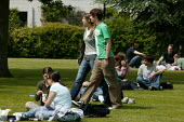 Students relaxing on the campus at Warwick University. - John Harris - 2000s,2007,adult,adults,boyfriend,boyfriends,campus,CAMPUSES,couple,COUPLES,edu education,FEMALE,girlfriend,girlfriends,Higher Education,lawn,male,man,MATURE,men,people,person,persons,relaxed,relaxing