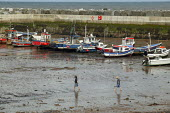 Small boys playing in the muddy harbour, Staithes North Yorkshire. - John Harris - 21-07-2007