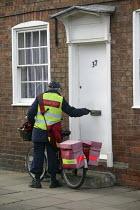 Royal Mail delivery, Stratford upon Avon, Warwickshire - John Harris - 09-01-2008