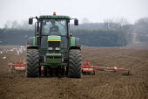 Drilling wheat on a farm, Lincolnshire - John Harris - 18-03-2009