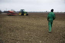 Drilling wheat on a farm in Lincolnshire - John Harris - 18-03-2009