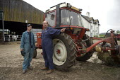 Farmer and farmworker discussing the work to be done, Wormleighton, Warwickshire - John Harris - 22-05-2012