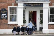 Pupils returning to Stratford Preparatory School at The Croft. Stratford upon Avon - John Harris - 21-06-2013