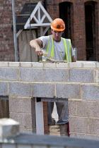 Bricklaying, bulding site, Warwickshire - John Harris - 2010s,2013,apartments,bricklayer,bricklayers,bricklaying,Brownfield Site,builder,builders,building,building site,BUILDINGS,Construction Industry,EBF,Economic,Economy,employee,employees,Employment,hous
