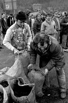 Bagging up coal for striking miners. Rossington Miners Welfare, Doncaster 1984 - John Harris - 21-12-1984