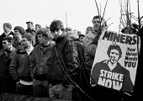 Striking miners lobby Nottinghamshire Area NUM, Mansfield. - John Harris - 05-04-1984