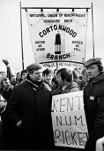 The returned to work at the end of the miners strike at Cortonwood is abandoned as miners refused to cross a Kent NUM picket line - John Harris - 1980s,1985,abandoned,banner banners,DISPUTE,DISPUTES,INDUSTRIAL DISPUTE,man men,member,member members,members,MINER,miners,MINER'S,miners strike miner's strike NUM,miner's strike the miners strike,num