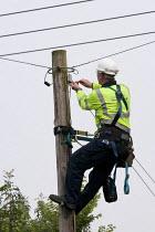 BT Opereach engineer repairing a telephone line. Warwickshire - John Harris - 01-08-2014