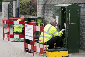 Engineers installing Fibre Optic Broadband, BT Openreach PCP street cabinet, Warwickshire - John Harris - 18-08-2014