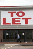 An empty retail unit to let, Stratford-upon-Avon, Warwickshire - John Harris - 18-12-2014