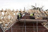 Bricklaying, new houses on the edge of town, Stratford-upon-Avon, Warwickshire - John Harris - 18-12-2014