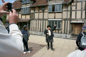 A Tourist Guide talking to a group outside Shakespeare's Birthplace, a guided walk around the historic streets of Stratford Upon Avon. - John Harris - 30-05-2015