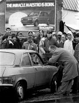 Striking British Leyland BL car workers picketing during dispute Cowley Oxford - John Harris - 1980s,1983,Austin Rover,automotive,Automotive Industry,BL,British Leyland,car industry,car plant,carindustry carindustry,dispute,DISPUTES,INDUSTRIAL DISPUTE,industrial relations,man men,member,member