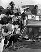 Flying pickets persuading other miners to come out on strike, first day of the Miners strike, Thurcroft mine, Yorkshire - John Harris - 05-03-1984
