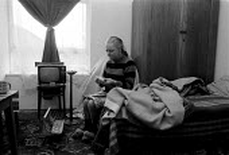 Single women with mental health difficulties living alone in one room rented bedsit. Birmingham 1987. - John Harris - 09-03-1987