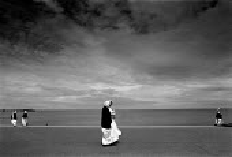 Nuns strolling on the seafront, Llandudno, Wales, 1989 - John Harris - 04-05-1989