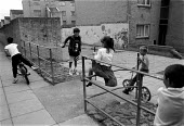 Children playing, High View, Billybanks council housing estate Penarth South Wales an area of poor housing and multipul deprivation - John Harris - 18-08-1989