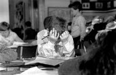 Pupil struggling with reading and writing during an English lesson in a primary school - John Harris - 09-11-1989