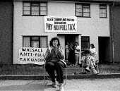 Anti Poll Tax protesters outside a household expecting bailiffs to arrive with a warrant to seize goods on the instructions of a court, to recover monies owed to the Local Authority from tenants refus... - John Harris - 10-09-1990
