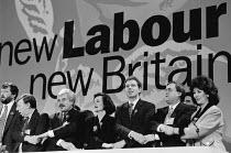 End of Labour Party Conference Larry Whitty Cherie & Tony Blair John Prescott & Mrs. Prescott - John Harris - 1990s,1994,auld,Conference,conferences,hands,Party,POL politics,singing