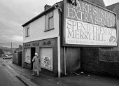 Closed food shop by advert for the large shopping complex at Merry Hill Dudley West Midlands - John Harris - 10-12-1994