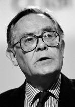 Alan Jinkinson Unison speaking at TUC 1994 - John Harris - 30-09-1994