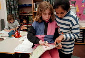Pupils helping each other, investigating maths at a Combined Junior and Infant school in the Midlands - John Harris - 20-05-1996