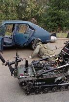 Army bomb disposal squad training - John Harris - 09-10-1996