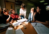 Lecturer and students discussing politics lesson at a Further Education College - John Harris - 01-04-1997