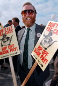Don't let fat cats rip odd bank pay - BIFU & UNIFI leafletting delegates at TUC 1997 Brighton - John Harris - 1990s,1997,bank,BANKS,DELEGATE,delegates,LEAFLET,LEAFLETING,LEAFLETS,leafletting,member,member members,members,people,SERVICE,SERVICES,Trade Union,Trade Union,trade unions,Trades Union,Trades Union,tr