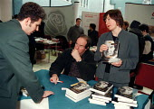 Will Hutton book signing his new book The Stakeholding Society Writings on Politics and Economics at Unions 21 conference - John Harris - 1990s,1999,communicating,communication,conference,conferences,conversation,conversations,dialogue,discourse,DISCUSS,discusses,DISCUSSING,Discussion,interacting,interaction,POL politics,publishing,sell