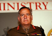 General Sir Charles Guthrie, Chief of Britains Defence Staff at MOD press conference on the NATO military actions and lack of success in the Balkans air war against Serb forces in Yugoslavia and Kosov... - John Harris - 1990s,1999,against,Armed Forces,Army,Balkan,Balkans,conference,conferences,Defence,defense,London,Military,Ministry,MOD,NATO,officer,OFFICERS,pol politics,Serb,SERBIA,Serbian,Serbians,Serbs,SERVICE,SE