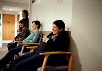 Parents to be during an Antenatal class visit to hospital - John Harris - 01-05-1999