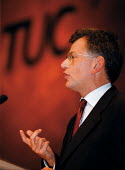 Stephen Byers MP Sec of State for Trade & Industry speaking at TUC Conference 1999 - John Harris - 16-09-1999
