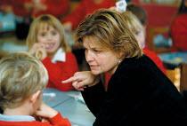 Maths lesson, class helper teaching at a Primary School - John Harris - 18-10-1999