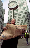 City businessman reads the Financial Times newspaper in his lunch break. - Jess Hurd - 03-02-2000