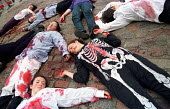 Campaign against Arms Trade CAAT perform a die-in outside the BAE (British Aerospace) systems shareholders AGM London. Protesters are angered at arms sales to repressive regimes including Indonesia an... - Jess Hurd - 04-05-2000