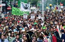 Legalise cannabis march through South London. - Jess Hurd - 2000,2000s,activist,activists,CAMPAIGN,campaigner,campaigners,CAMPAIGNING,CAMPAIGNS,cannabis,CLJ crime law,DEMONSTRATING,DEMONSTRATION,DEMONSTRATIONS,DRUG,Drugs,joint,legalisation,Legalise,legalizatio