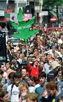 Legalise cannabis march through South London. - Jess Hurd - 2000,2000s,activist,activists,CAMPAIGN,campaigner,campaigners,CAMPAIGNING,CAMPAIGNS,cannabis,CLJ crime law,DEMONSTRATING,DEMONSTRATION,DEMONSTRATIONS,drug,Drugs,grass,joint,legalisation,Legalise,legal