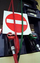 Petrol station closed due to blockades by the Road Haulage Association. Glasgow, Scotland. - Jess Hurd - 22-06-2000