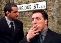 Mourners at Reggie Kray funeral. London East End - Jess Hurd - 11-10-2000