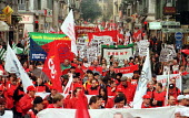 European trade unions march for a social Europe against privatisation and Neoliberal policies, EU Summit, Nice, France 2000 - Jess Hurd - 06-12-2000