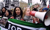 March for Palestinian rights, London - Jess Hurd - .,2000s,2001,activist,activists,BAME,BAMEs,black,BME,bmes,CAMPAIGN,campaigner,campaigners,CAMPAIGNING,CAMPAIGNS,crimes,DEMONSTRATING,demonstration,DEMONSTRATIONS,diversity,ethnic,ethnicity,FEMALE,inti