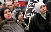 March for Palestinian rights, London - Jess Hurd - 2000s,2001,activist,activists,Arab,arabs,BAME,BAMEs,Black,BME,bmes,CAMPAIGN,campaigner,campaigners,CAMPAIGNING,CAMPAIGNS,crimes,DEMONSTRATING,demonstration,DEMONSTRATIONS,diversity,dress,ethnic,ethnic