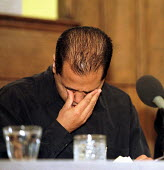 Helal Uddin brother in law of Shiblu Rahman breaks down at press conference.. Killed by racists 01/04/01, Bow, East London. - Jess Hurd - 03-04-2001