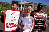 NATFHE Lecturers join picket line at Waltham Forest FE College, London. Industrial Action one day strike over pay and increased working hours. - Jess Hurd - 22-05-2001