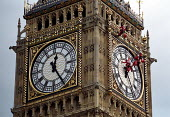 Big Ben clock face being cleaned, Parliament Square. - Jess Hurd - 20-08-2001