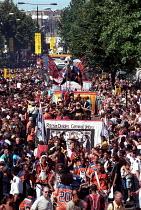 Anti racist banner - Racism divides Carnival Unites. Celebrations Notting Hill Carnival London - Jess Hurd - 27-08-2001